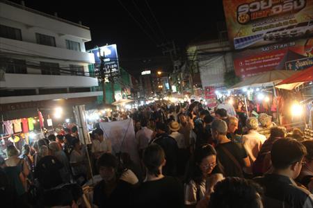 チェンマイで毎週土曜日開催「サタデーマーケット」とは?