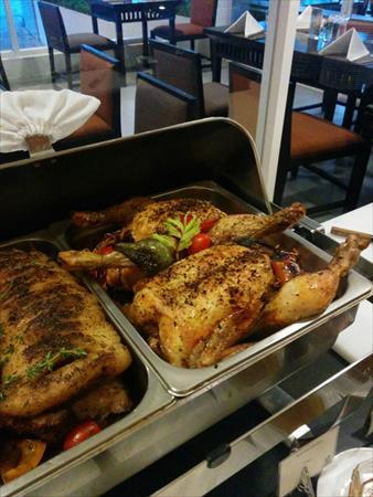 チェンマイのカンタリーヒルズで食べる極上のローストビーフビュッフェ