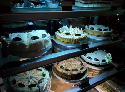 チェンマイの素敵カフェ「カフェドオアシス」で美味しい手作りココナッツケーキを