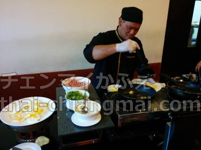 チェンマイのニマンヘミンエリアのおすすめホテル!フラマホテルチェンマイの朝食ビュッフェ オムレツ