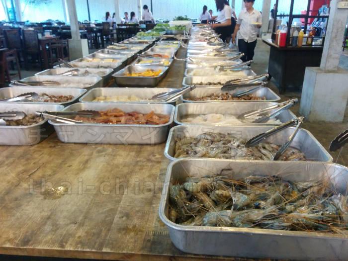 チェンマイでガッツリ食べたいと言えばタイ式焼肉のムーガタ!貝類豊富なムーガタ店はこちら