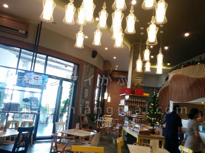 チェンマイの大人気ホテルグループ「カンタリーヒルズ」経営の「カフェカンタリー」郊外店