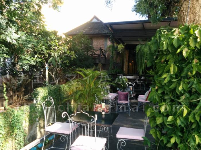 チェンマイのピン川沿いのカフェ「Vieng Joom On Teahouse(ヴィアンジュムオンティーハウス)」で優雅なティタイムを